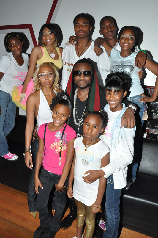 Shawty Lo + Whole Family -