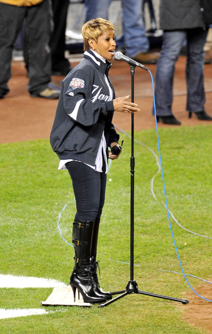 mary_J_Blige_Sings_Anthem