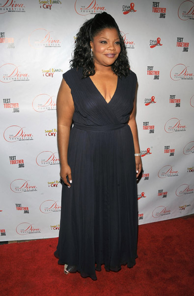 comedian actress mo nique hit the red carpet of the 1st annual d i v a
