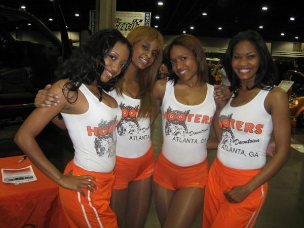 naked hooters girl photos