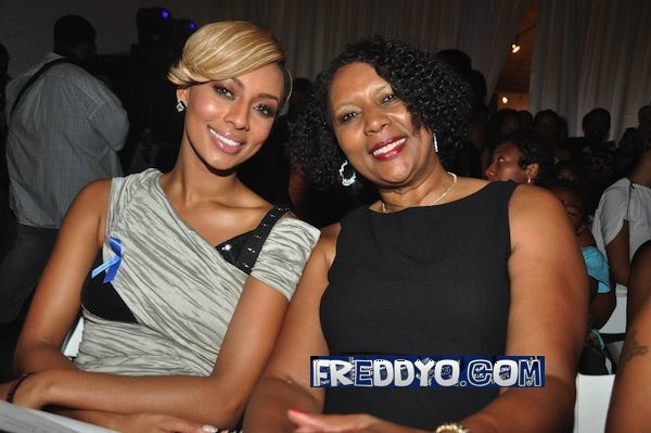 Photo of Keri Hilson & her Mother