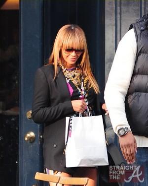 Beyonce Baby Bump 102311-2