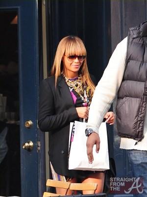 Beyonce Baby Bump 102311