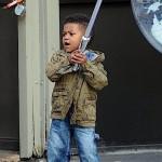 Usher Raymond Stroll NYC 112011-4