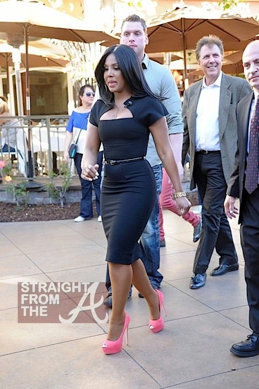 Toni Braxton on 'Extra' with Mario Lopez -3