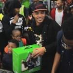Rapper T.I. Walmart Surprise 8
